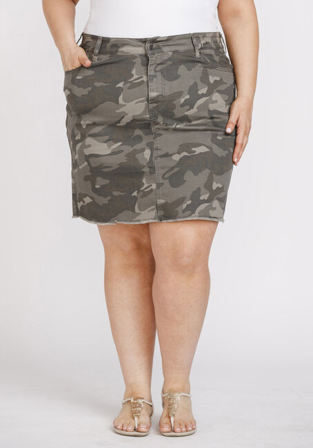 Women's Plus Size Camo Print Frayed Hem Skirt